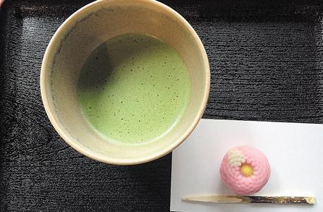 תה ירוק, עוגייה ורודה. סדר צריך להיות