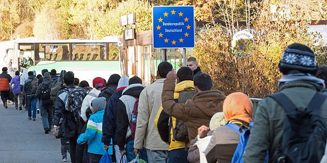 גל הפליטים עורר ביטויי שנאה , צילום: אי פי איי
