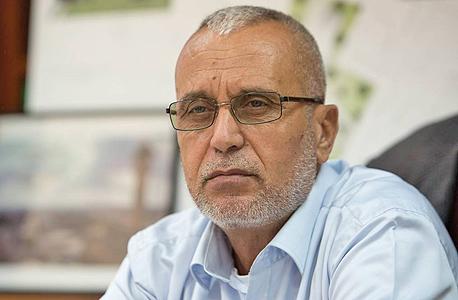 ראש עיריית קלנסוואה עבד אל באסט סלאמה. התושבים הקימו אוהל מחאה
