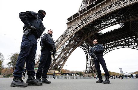 חיילים צרפתים בפריז, בימים שלאחר פיגועי נוב' 2015