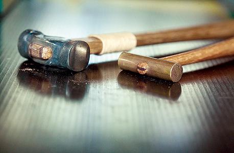 מוסף באזז 18.11.15 עץ זו שפה כלים נגרות פטיש פטישים, צילום: תומי הרפז