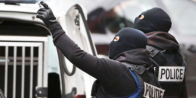 """בלגיה: """"נעצר 'הגבר בלבן' מנמל התעופה"""" - המבוקש מפריז"""