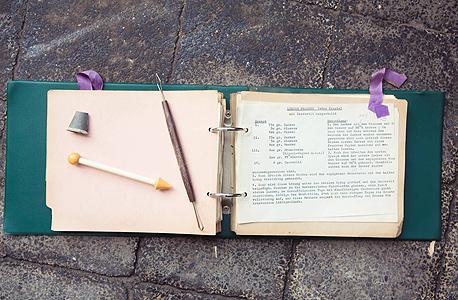 """חוברת המתכונים של הני המרשלג. """"לייקים היה חשוב המתוק הזה, גם כשהיו צריכים לוותר על דברים אחרים"""", צילום: תומי הרפז"""