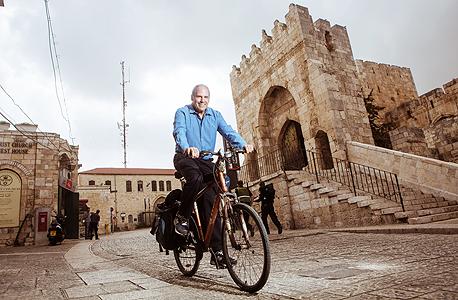 """אלנבלום בירושלים. """"אני אדם אופטימי ומאמין בטכנולוגיה ובקידמה, אבל המחשבה שהטכנולוגיה תפתור את הבעיות האלה שגויה"""", צילום: תומי הרפז"""