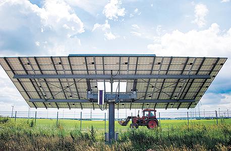 לוח סולארי על חורבות הבסיס הסובייטי. בסוף שבוע אחד של חודש יולי, מפעלי האנרגיה הירוקה בגרמניה רשמו שיא חדש וייצרו 78% מצריכת החשמל במדינה