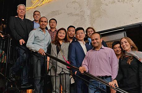 אנשי קרן JVP עם נציגי המשלחת הסינית, השבוע. משמאל: רפי קסטן, קובי רוזנגרטן, גדי תירוש, פיונה דרמון ויואב צרויה, צילום: נעמן לבבי