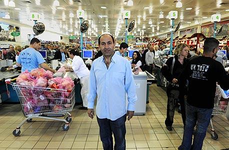 רמי לוי משיב מלחמה בנשר: מוזיל את מחיר מוצרי החלב ביותר מ-35%