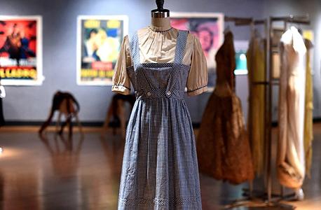השמלה של דורותי מהסרט הקוסם מארץ עוץ
