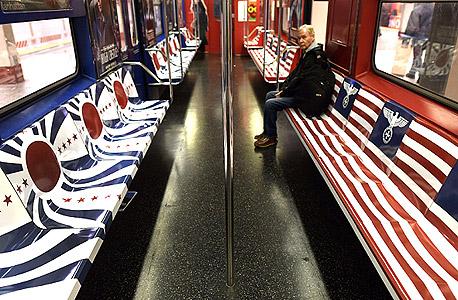 פרסומת רכבת תחתית ניו יורק אמזון סדרה טלוויזיה האיש במצודה סמלים נאצים 1, צילום: איי אף פי