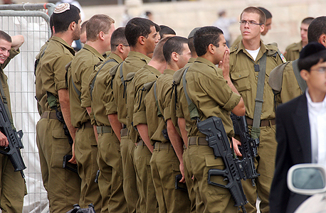 """דובר צה""""ל חיילים משפטים, צילום: bigstock"""