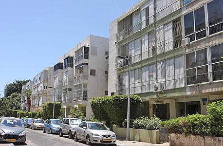 """רחוב בצפון הישן של תל אביב. מחפשים תחליף לבניית ממ""""דים"""