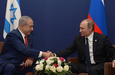 """משמאל בנימין נתניהו ולדימיר פוטין ועידת האקלים פריז, צילום: עמוס בן גרשום לע""""מ"""
