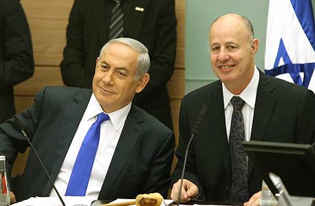 """הח""""כ צחי הנגבי ו בנימין נתניהו ראש הממשלה דיון ב ועדת חוץ ובטחון ב כנסת, צילום: עמית שאבי"""