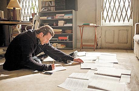 """בראדלי קופר בתפקיד אדי מורה ב""""ללא גבולות"""". הוליווד הציגה סופר־אדם שנהנה מיכולת חשיבה מושלמת והזניקה את ההתעניינות ב""""סמארט דראגס"""""""