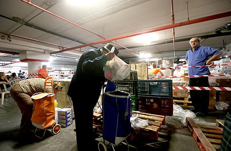 חלוקת מזון לנזקקים (ארכיון)