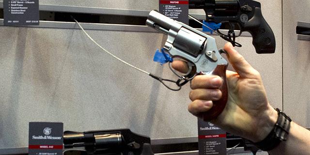 """2015 תהיה שנת שיא במכירת נשק בארה""""ב; מכירות סמית' אנד ווסון ברבעון - 143 מיליון דולר"""
