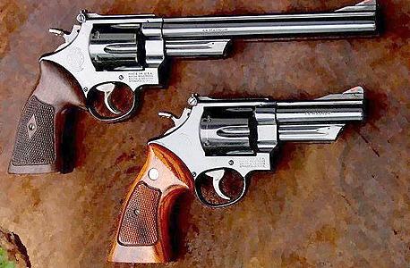 אקדחים מתוצרת אקדח סמית' אנד ווסון