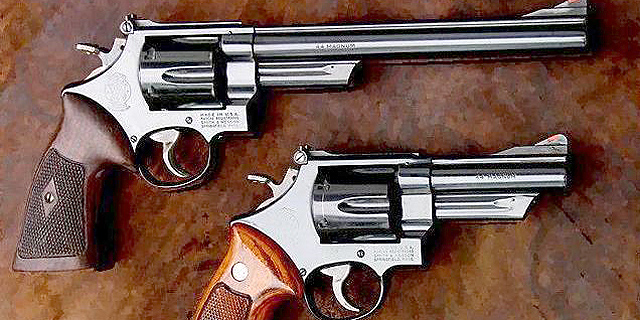 אקדחים מתוצרת אקדח סמית