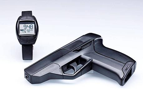 אקדח חכם שמחובר לשעון