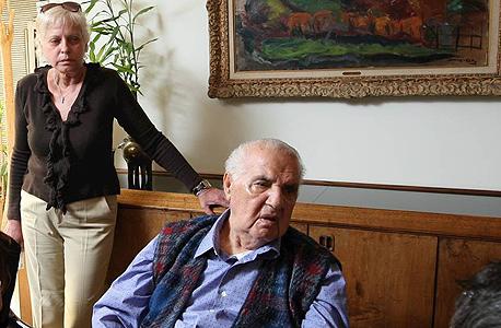 מרגלית תשבי לצידו של יולי עופר בצילום משנת 2010