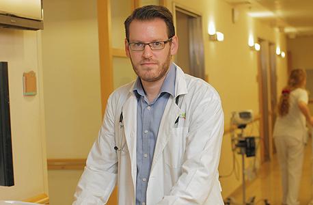 """ד""""ר גולדשטיין במרכז דוידוף לטיפול בסרטן בבילינסון. """"לפעמים הדבר הכי טוב שרופא יכול לעשות הוא לתמוך בחולים בהחלטותיהם — גם הכלכליות"""""""