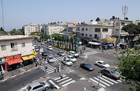 מרכז הכרמל בחיפה. אם יוסיפו יותר מקומה אחת, תושבים יתלוננו על פגיעה בנוף