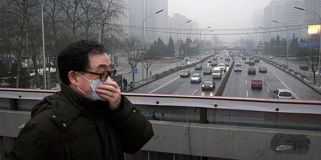כישלון מתמשך בטיפול בזיהום האוויר: מפעלים בבייג'ינג עצרו את הייצור בגלל הערפיח