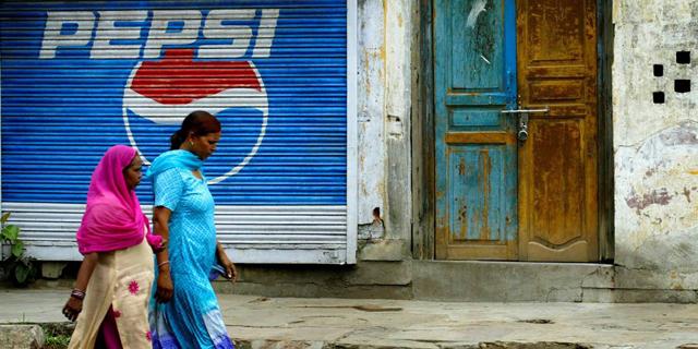 פרסומת לפפסי בניו דלהי, הודו. גם בוליווד בתמונה, צילום: עמית בהרגבה