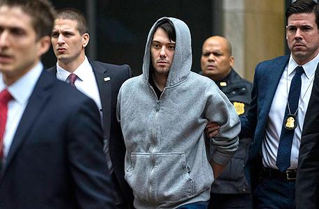 שקרלי מובל למעצר בסוף השבוע שעבר. ומה עושות חברות התרופות האחרות?