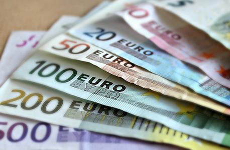 עמלות גבוהות עבור העברת כספים מצד הבנקים