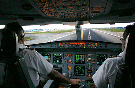 Pilots inside of an airplane (illustration). Photo: Shutterstock