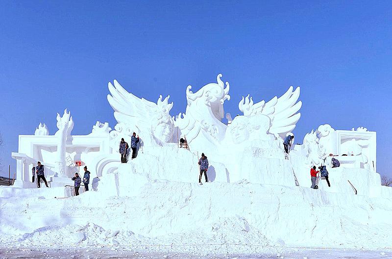 הפסלים מוצגים באי קטן בחרבין, בו התיירים יכולים לבקר לפני ובמהלך הפסטיבל, צילום: שאטרסטוק