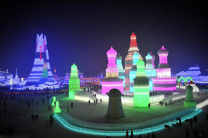 האטרקציה המרכזית, עיר הקרח של חרבין שבתמונה, תחולק ל-4 אזורי פעילות, צילום: tao zhang / demotix