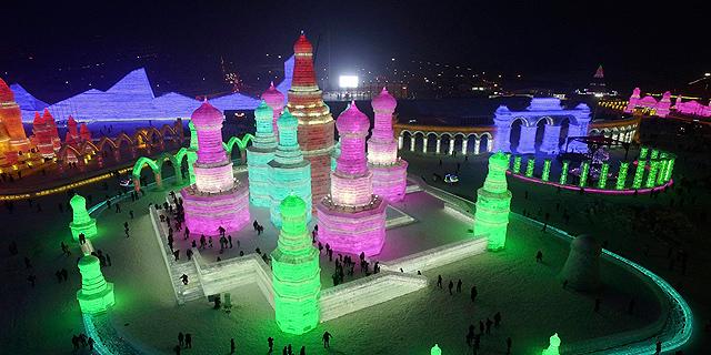 ארץ פלאות קפואה: ממלכה מושלגת ועוד אטרקציות בפסטיבל הקרח בסין