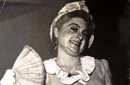 """דבורה קידר בתפקידה הראשון בהצגה """"הילד המושחת"""" בתיאטרון"""