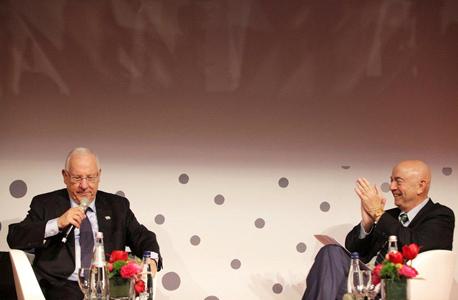 """נשיא ראובן רובי ריבלין ו מו""""ל כלכליסט יואל אסתרון, צילום: נמרוד גליקמן"""
