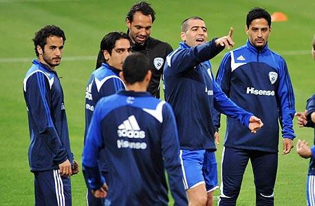 שחקני נבחרת ישראל מתאמנים לקראת המשחק עם יוון בשבת, צילום: ראובן שוורץ