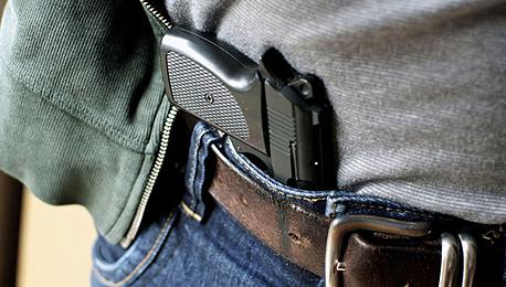 אקדח של אזרח. יש פרוצדורה מול הרשויות לקבלת רישיון, צילום: שאטרסטוק