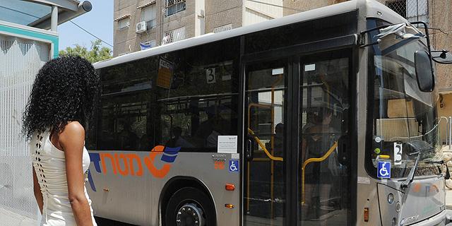נסיעה באוטובוס לעבודה (ארכיון). תדאגו להחזר נסיעות בחוזה, צילום: חיים הורנשטיין