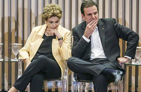 דילמה רוסוף (משמאל) עם אדוארדו פאאס, ראש העיר של ריו דה ז
