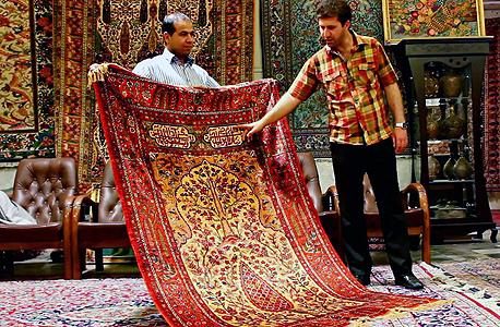 חנות שטיחים פרסיים בטהרן, צילום: איי אף פי