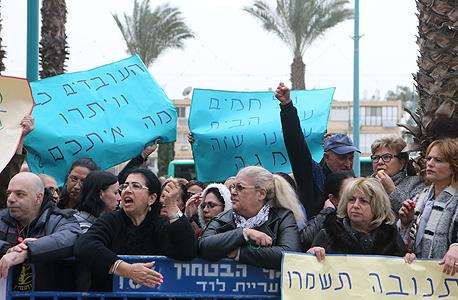 הפגנת עובדי מגה מחוץ ל דיון  בבית משפט מחוזי לוד 2, צילום: נמרוד גליקמן