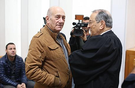 """מימין עו""""ד אלי זהר אהוד אולמרט ערעור טלנסקי, צילום: עמית שאבי"""