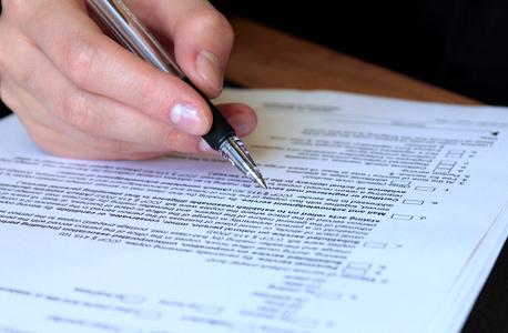 אילוסטרציה. מסמך מקוון יהיה מאובטח יותר ממסמך בכתב יד