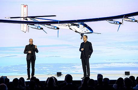 פאנל של חברת סולאר אימפלס למטוסים סולאריים בדאבוס, צילום: אי פי איי