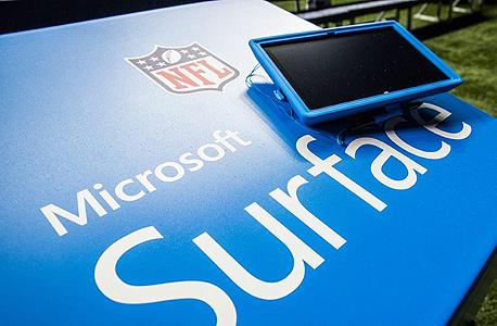 טאבלט של מיקרוסופט ב NFL ליגת הפוטבול, צילום: רויטרס