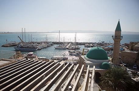 """הנוף למפרץ. """"אחרינו, כולם בעיר העתיקה עשו גגות"""" , צילום: תומי הרפז"""
