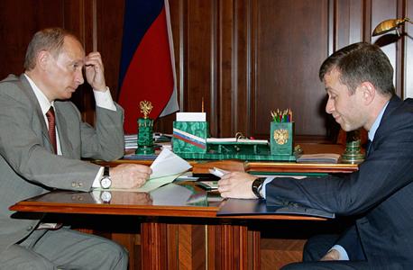 מימין רומן אברמוביץ' נשיא רוסיה ו לדימיר פוטין, צילום: רויטרס