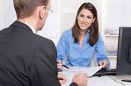 """הפגישה הראשונה שלנו בבנק קובעת את האופן שבו הבנק """"מסמן"""" אותנו"""