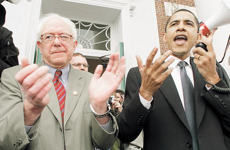 """סנדרס עם אובמה ב־2006. """"הרבה רעיונות מוצדקים נראים בהתחלה בלתי אפשריים. נשיא שחור, נישואים חד־מיניים ואובמה־קר הן רק כמה דוגמאות"""""""